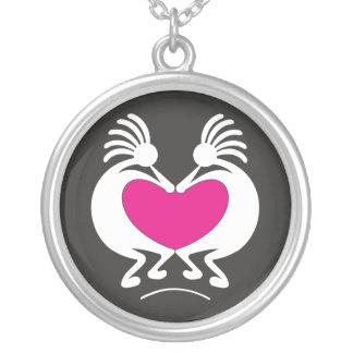 ピンクのハートのバレンタインデーのココペリ シルバープレートネックレス