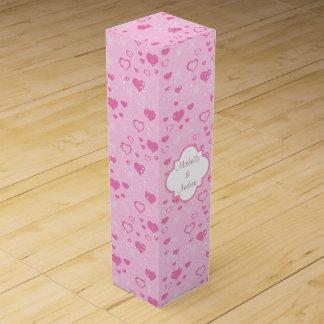 ピンクのハートの名前入りな結婚式 ワインギフトボックス
