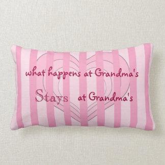 ピンクのハートの祖母の装飾用クッション ランバークッション