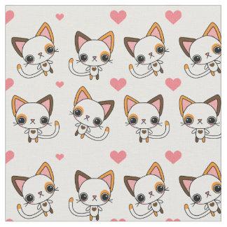 ピンクのハートを持つ茶色のぶち猫 ファブリック