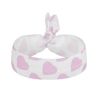 ピンクのハートパターンバレンタインデーの白 ヘアタイ