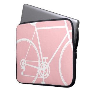 ピンクのバイクのデザインのラップトップスリーブ ラップトップスリーブ