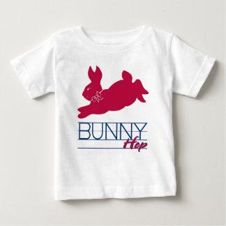 ピンクのバニーのホツプ ベビーTシャツ
