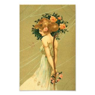 ピンクのバラおよび蝶を持つヴィンテージのかわいらしい女の子 フォトプリント