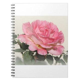 ピンクのバラが付いているノート ノートブック