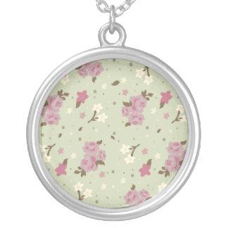 ピンクのバラとのヴィンテージの花柄 シルバープレートネックレス