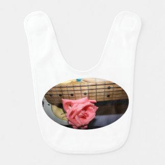 ピンクのバラのエレキギターの首のfretboardのミュージカル ベビービブ