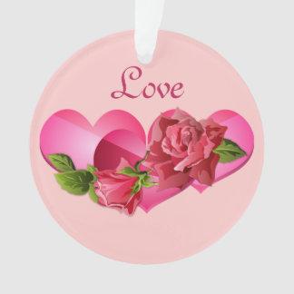 ピンクのバラのバレンタインデーのハートのトリオ オーナメント