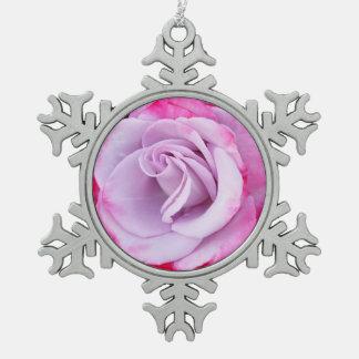 ピンクのバラのピューターの雪片のオーナメントを選抜して下さい スノーフレークピューターオーナメント
