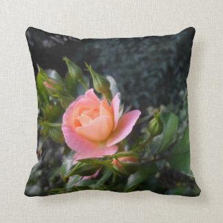 ピンクのバラの枕 クッション