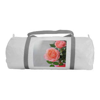 ピンクのバラ ジムダッフルバッグ