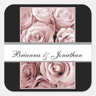 ピンクのバラ-モノグラムの新郎新婦のステッカー スクエアシール