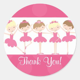 ピンクのバレリーナのダンスの誕生日はステッカー感謝していしています ラウンドシール