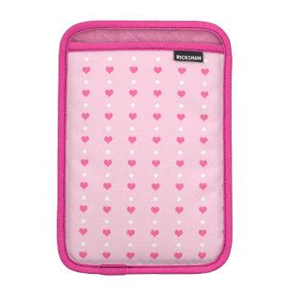 ピンクのバレンタインデーのハートおよびドット・パターン iPad MINIスリーブ