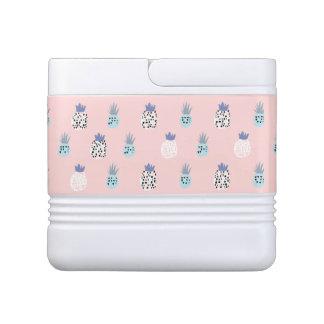 ピンクのパイナップルクーラーボックス クールボックス