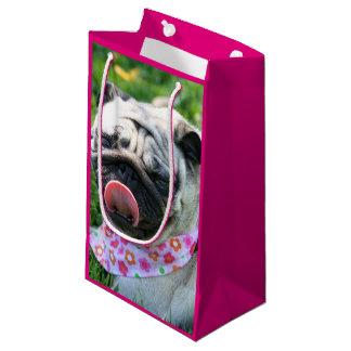 ピンクのパグ犬のギフトバッグ スモールペーパーバッグ