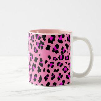 ピンクのヒョウ ツートーンマグカップ