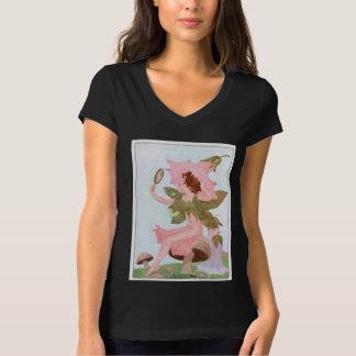 ピンクのヒルガオの花の妖精 Tシャツ