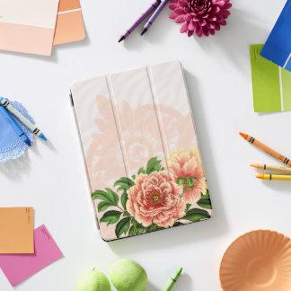 ピンクのビクトリアンな花及び旧式なレース iPad PROカバー