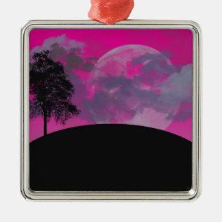 ピンクのファンタジーの月、雲及び黒い木のシルエット シルバーカラー正方形オーナメント