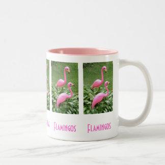 ピンクのフラミンゴのマグ ツートーンマグカップ