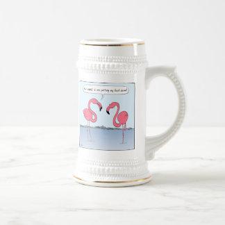 ピンクのフラミンゴの漫画-おっちょこちょいのなユーモア ビールジョッキ