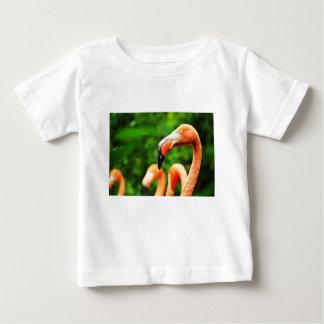 ピンクのフラミンゴ ベビーTシャツ