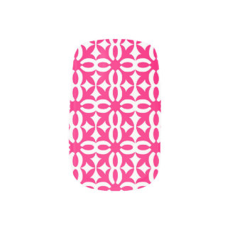 ピンクのフリーハンドの設計されていたネイルのペンキ ネイルアート