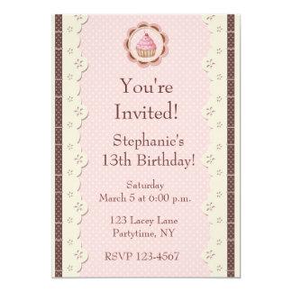 ピンクのブラウンアイレットレースの誕生日の招待状 カード
