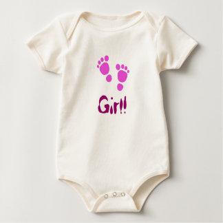 ピンクのベビーの足跡それは女の子です! ベビーのクリーパー ベビーボディスーツ