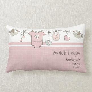 ピンクのベビーは|の装飾用クッションに着せます ランバークッション