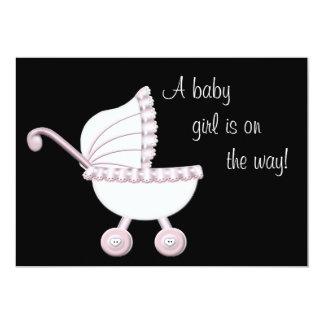 ピンクのベビーカーの女の子のベビーシャワー 12.7 X 17.8 インビテーションカード