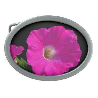 ピンクのペチュニアの花 卵形バックル