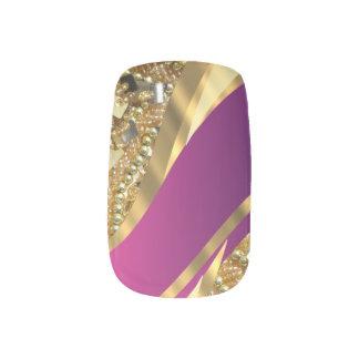ピンクのマゼンタおよび金ゴールドのラインストーンパターン ネイルアート