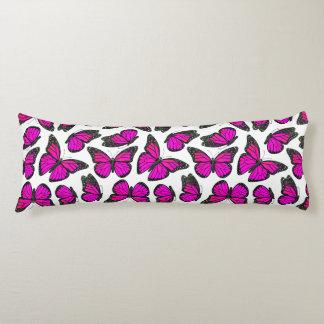 ピンクのマダラチョウパターン ボディピロー