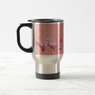 ピンクのミズキの花のタンブラー トラベルマグ