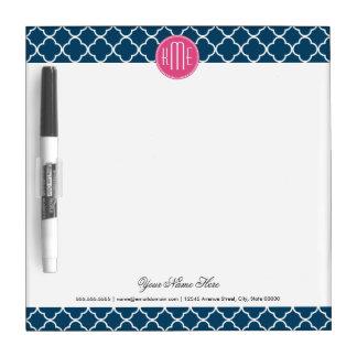 ピンクのモノグラムが付いているエレガントな濃紺Quatrefoil ホワイトボード