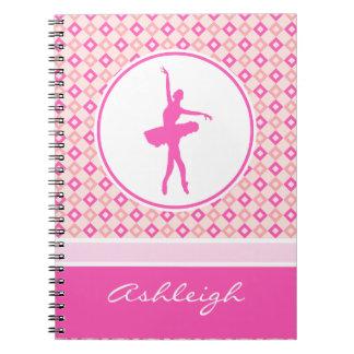 ピンクのモノグラムとのチェック模様のダイヤモンドのバレエダンサー ノートブック