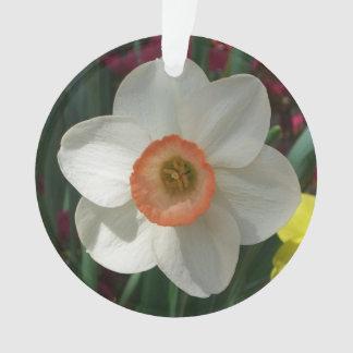 ピンクのラッパスイセンの美しい春の花 オーナメント