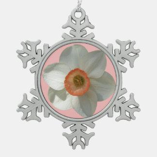 ピンクのラッパスイセンの美しい春の花 スノーフレークピューターオーナメント