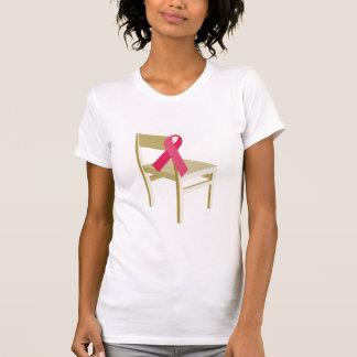 ピンクのリボンの椅子 Tシャツ