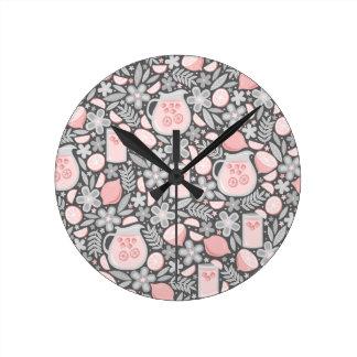 ピンクのレモネードの夕べガラス ラウンド壁時計