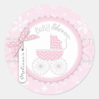 ピンクの乳母車及び冬の雪片 ラウンドシール