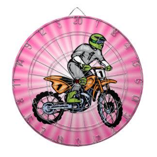 ピンクの土のバイク ダーツボード