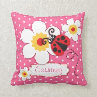ピンクの女の子のてんとう虫の名前の花の水玉模様の枕 クッション