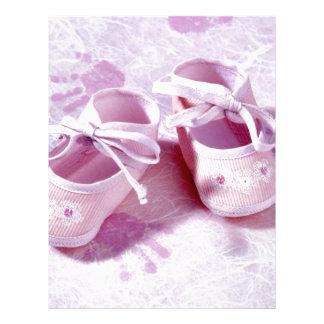 ピンクの女の子のベビー靴 レターヘッド