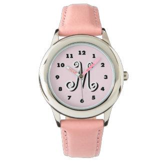 ピンクの女の子の腕時計|の名前入りな手紙のモノグラム 腕時計