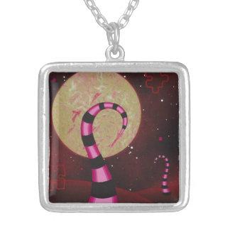 ピンクの宇宙ネックレス シルバープレートネックレス