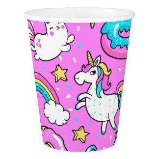 ピンクの安っぽくきらびやかでおもしろいなユニコーンおよび子猫 紙コップ
