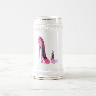 ピンクの小剣の靴および口紅の芸術 ビールジョッキ
